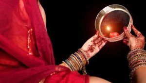 This time a wonderful coincidence is being made on Karva Chauth, know the auspicious time